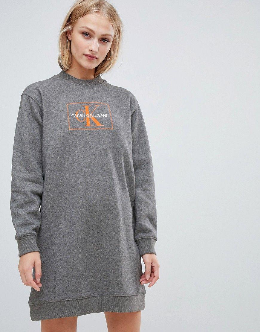 1f1993550801a7 Calvin Klein Jeans - Reissue - Sweatshirtkleid mit Logo - Grau Jetzt  bestellen unter  https