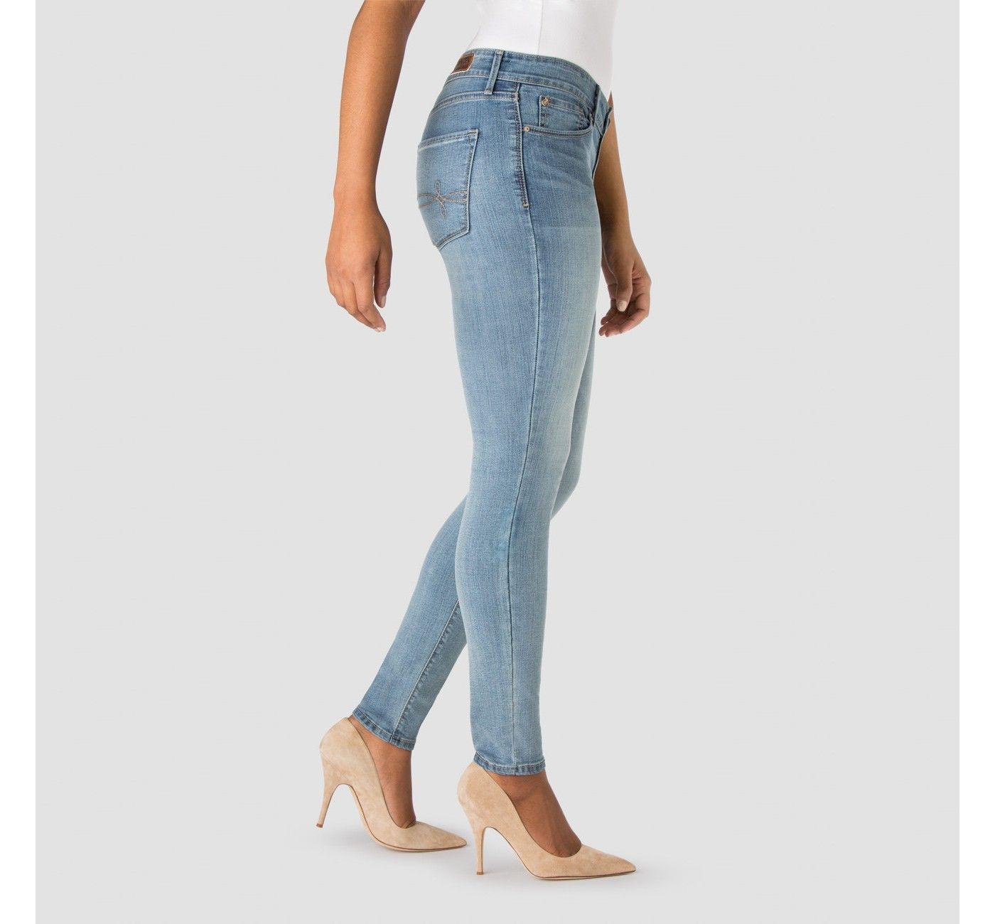 564914b02b92d A Modern Skinny Jeans Bombshell. Women s Levi s® by DENIZEN®.  afflink    skinnyjeans  denizen  levis