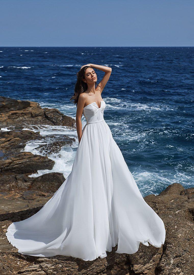 Strapless Flared Crepe Wedding Dress With Open Back Andrea Wedding Dresses Pronovias Wedding Dress Dream Wedding Dresses [ 1076 x 761 Pixel ]
