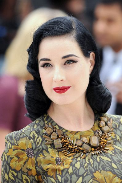 Dita Von Teese Photos Photos Harry Styles At The Lfw Burberry Prosum Spring Summer 2013 Runway Show At London Fashion Week Retro Hairstyles Hair Styles 2014 Vintage Hairstyles
