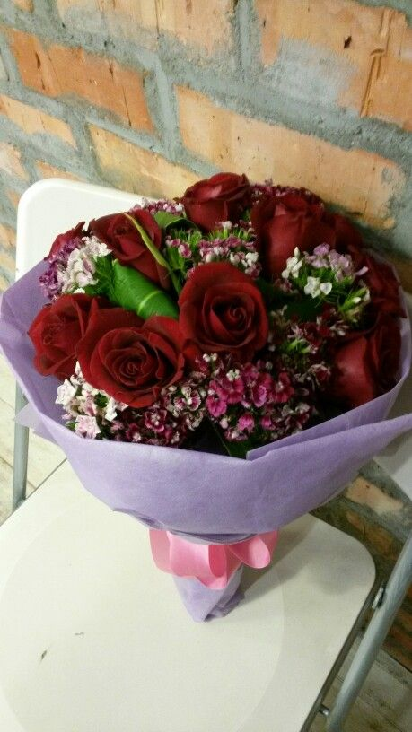 12 red roses with sweet william