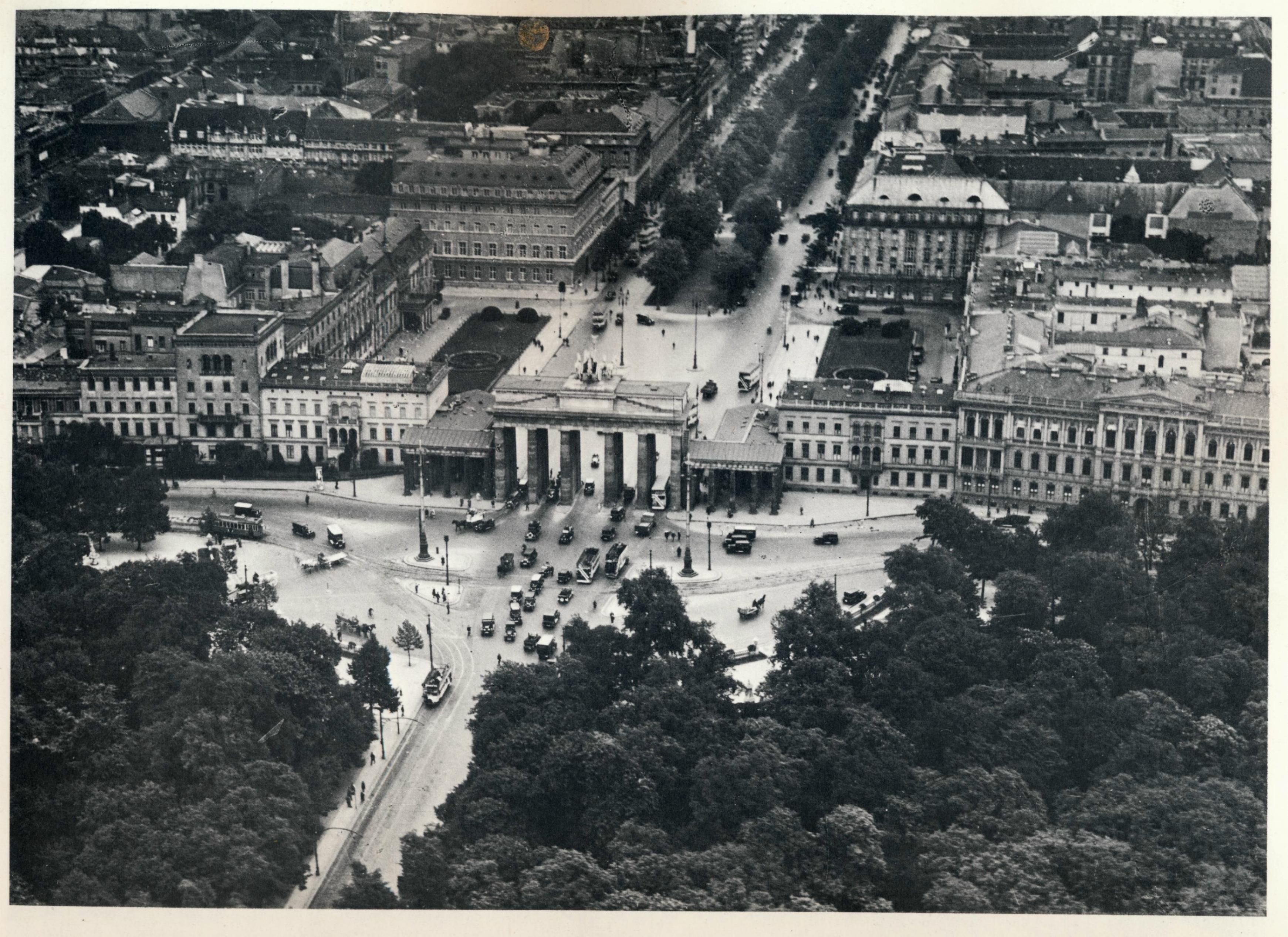 Der Pariser Platz Berlin Um 1920 O P Berlin Geschichte Berlin Luftaufnahme