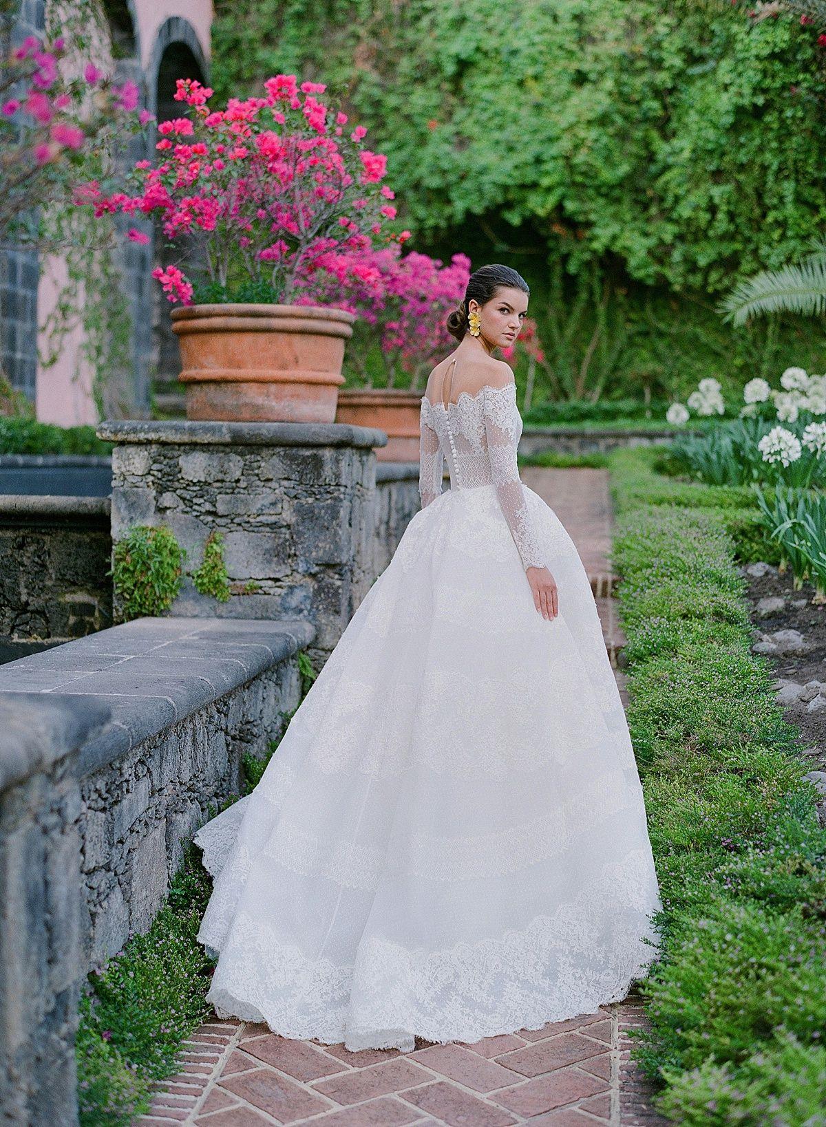 Hacienda De San Antonio Kleinfeld Campaign In 2020 Wedding Dresses Lace Ballgown Wedding Dress Long Sleeve Wedding Dresses Zuhair Murad [ 1638 x 1200 Pixel ]