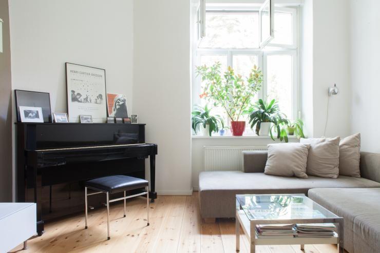 Wohnzimmer Kompletteinrichtung ~ Schönes wohnzimmer mit holzdielenboden couchlandschaft und