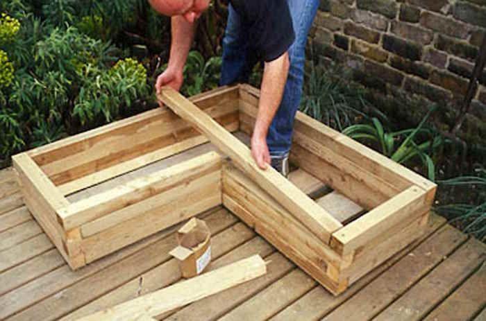 fabriquer une jardini re en bois bricolage jardini re. Black Bedroom Furniture Sets. Home Design Ideas
