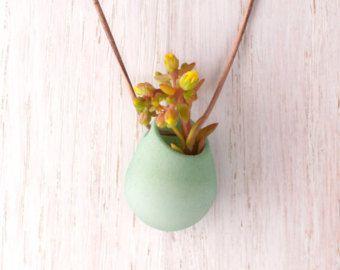 ¿Alguna vez imaginado usar una flor para terminar fuera de un conjunto, pero no podía pensar de un modo práctico de llevar más de unos minutos?