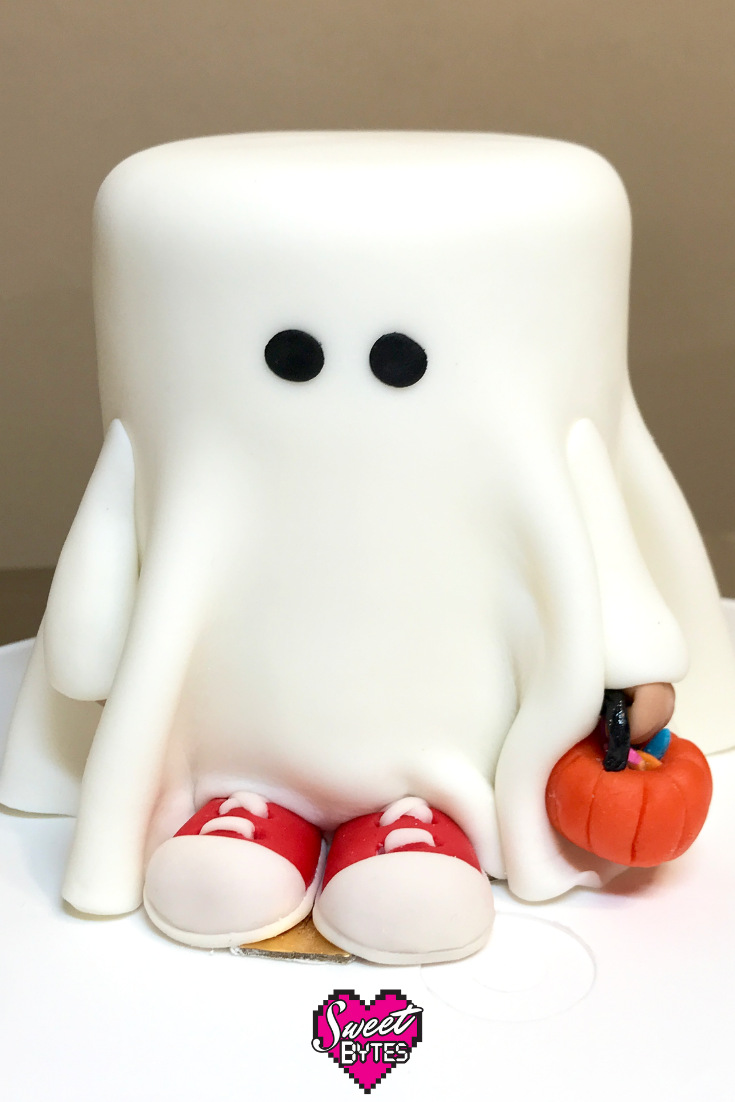 Boo! Trick-or-Treater Mini Cake