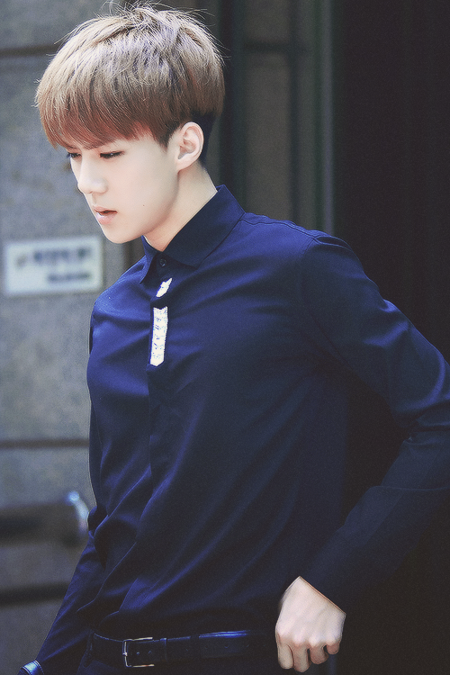 his jawline slices my bias list into pieces #세훈
