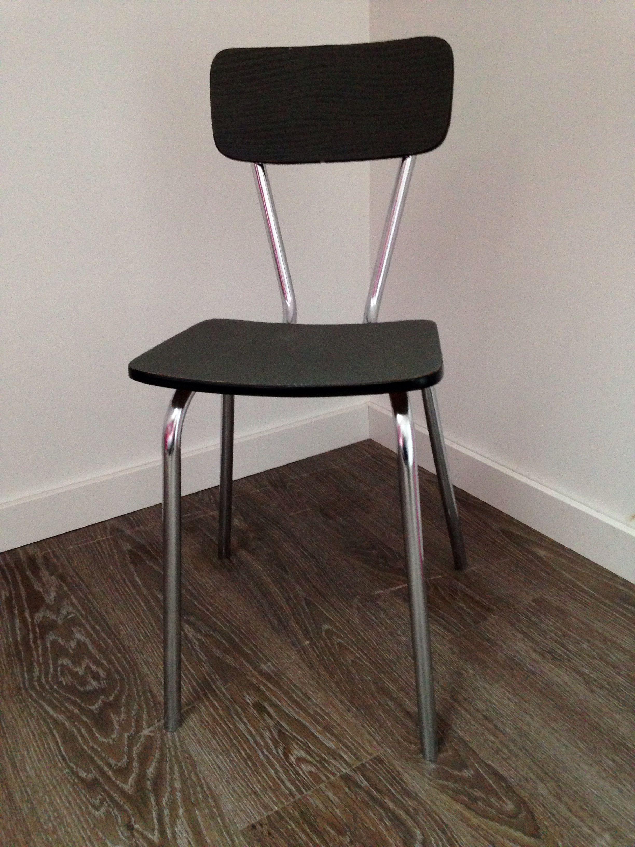 Chaise en formica relook e avec du papier peint pour l 39 mission tous ensemble angus atelier - Relooker une chaise en formica ...