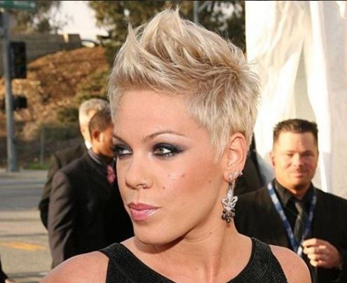 Deine Frisur Ist Dir Zu Langweilig Und Du Traumst Von Einem Neuen Look Neue Haarschnitt Kurz Schone Frisuren Kurze Haare Pink Frisur