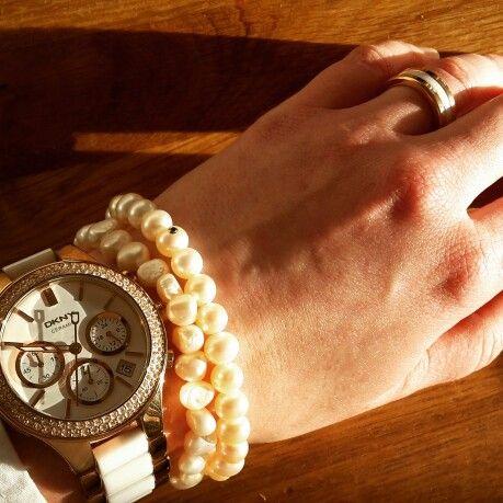 DKNY Uhr mit Nesper Perlen und Bering-Ring - Einstimmen auf die Sonne