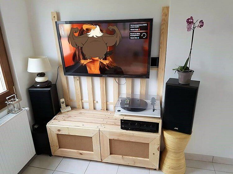 Low Cost DIY Wood Pallet Crafts That Are Easy To Make. Placing ...
