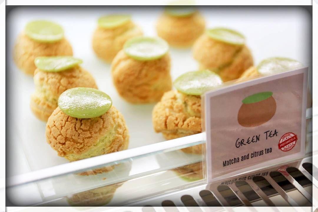 The best dessert in Bali is now @madeswarung Seminyak. @pouledeluxebali cream puffs with 12 different flavour.  #creampuff #madeswarung #warungmade #breakfast #lunch #dinner #dessert #pouledeluxebali #warung #restaurant #ilovebali #balidaily #balieats #chouxpuffs #foodporn #foodgasm #instafood #foodstagram #balitour #balitrip #holidayinbali #weekendinbali #foodies #kuesus #madesgelato #balifood #baliculinary #chouxpastry