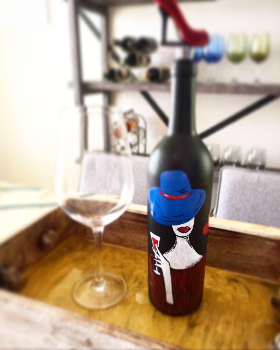 Hand Paint Acrylic Art On A Wine Bottle In 2020 Easy Home Decor Wine Bottle Bottle