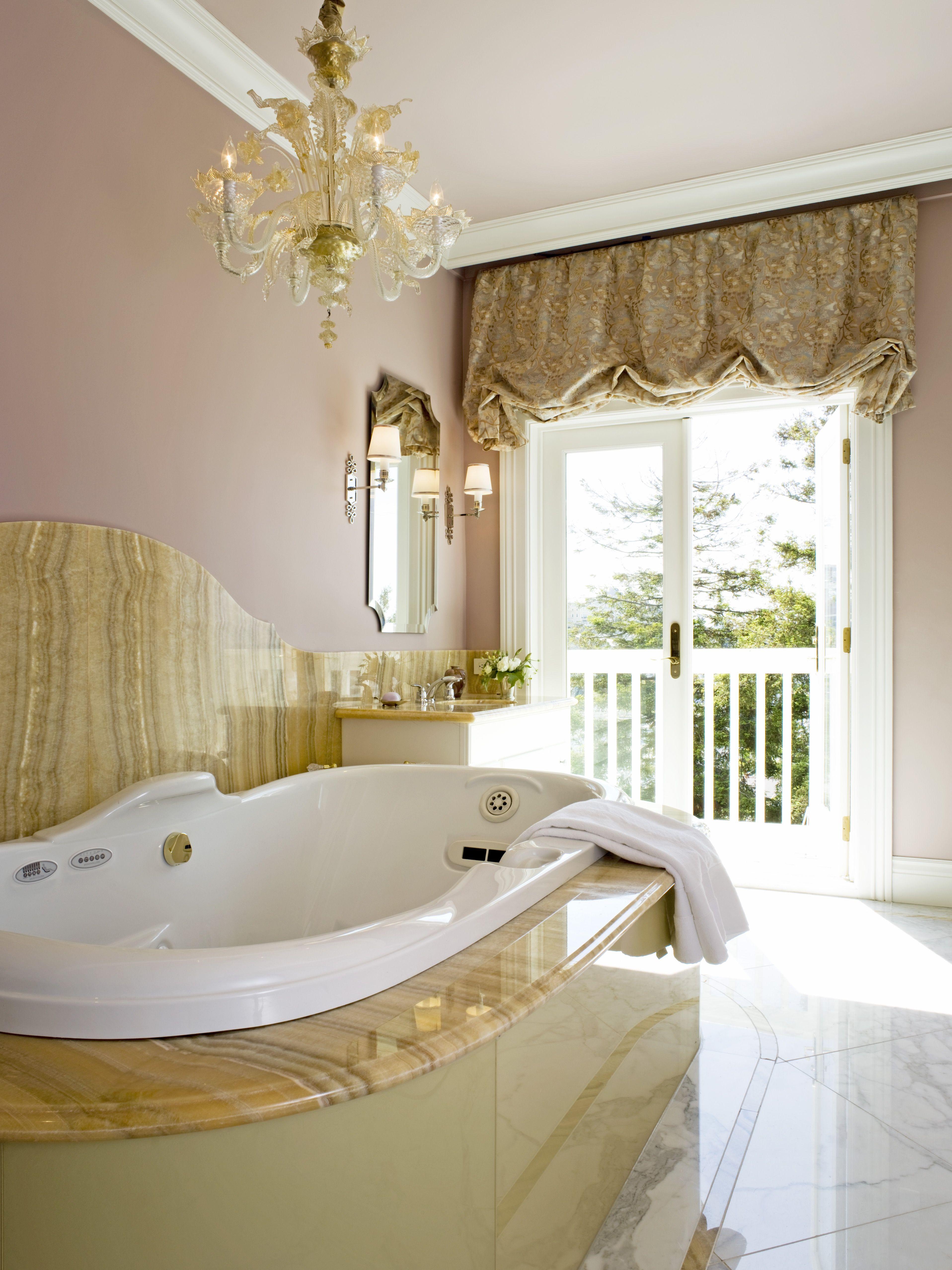 Klassische Badezimmer Interieur Design im Eleganten Look ...