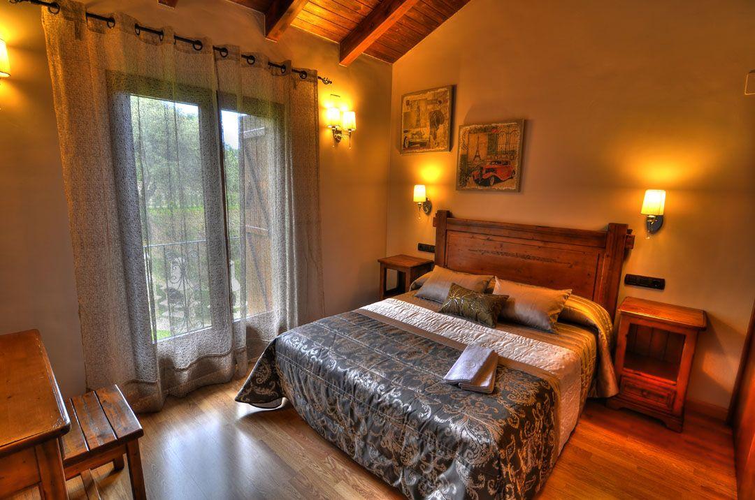 Habitaci n doble casas rurales en los pirineos huesca parque nacional de ordesa y monte - Casa rural huesca jacuzzi ...