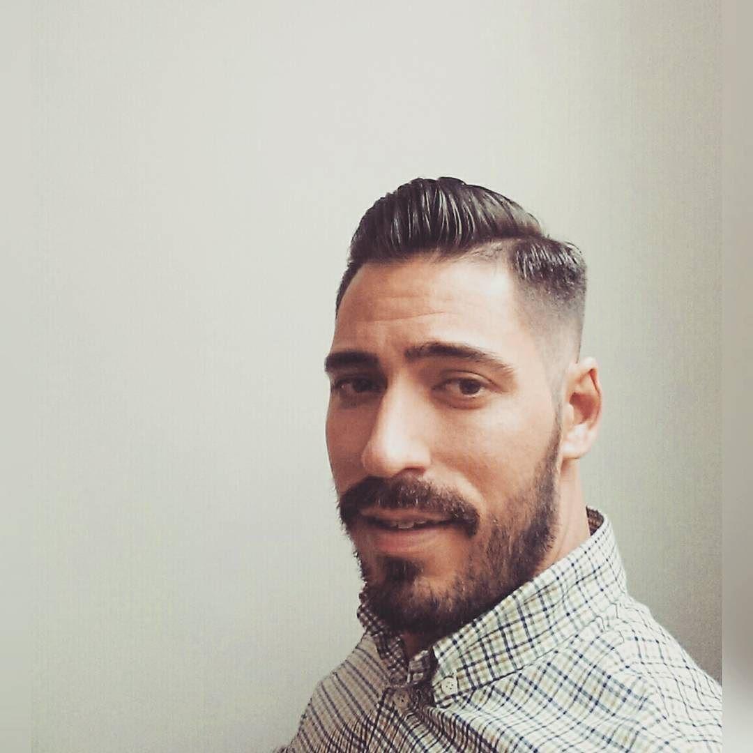 Siempre dejan a uno fino #recienpelao #hair #haircut #hairstyle #saliendodelabandono #pocoapoco #me #selfie #laspalmas #mirayayyo #barberia #peluqueria #carapan #instahair #preparandoparaloqueseviene #beard #buenastardes #goodevening #buonasera #agarrenselosmachos by carlosjcab