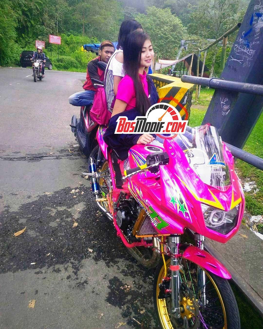 Modifikasi Motor Kawasaki Ninja Dan Cewek Warna Pink Keren