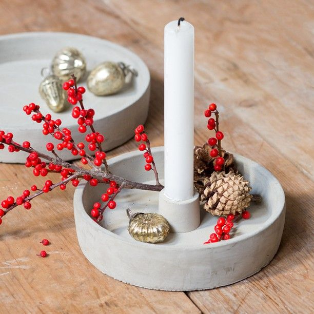 Anna suggests that you use the trays to make simple Christmas decorations. In shops now. Cement decoration tray with candle holder. Price DKK 35,78 / SEK 48,70 / NOK 51,50 / EUR 5,04 / ISK 982 / GBP 4.48