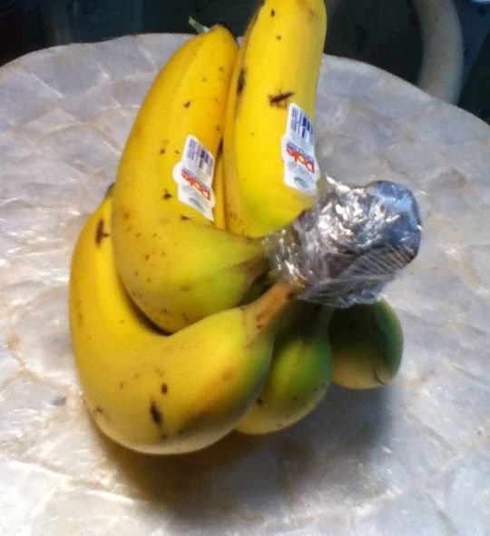 How to Keep Bananas Fresh Longer. Totally works. Noticed @ the market they wrapped the organic bananas like this...so I tried it. Going on 1 1/2 wks on the counter and NO brown spots yet!