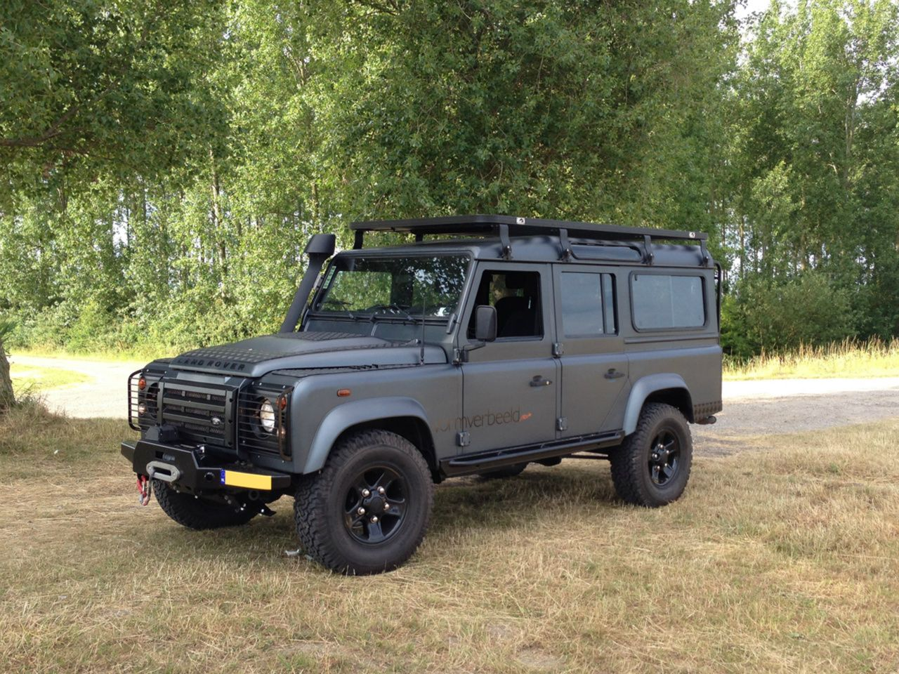 Land rover defender 110 td4 sw se customized twisted extreme adventure in daytone grey matt