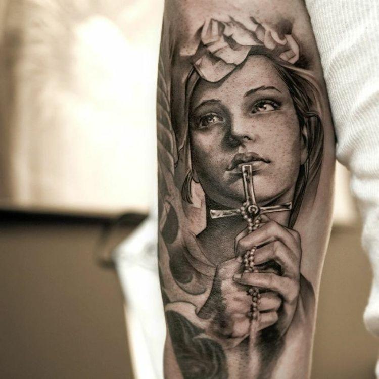 tattoo oberarm m nner religi se motive ideen tattoo 1 tattoo ideen t towierungen und tattoo. Black Bedroom Furniture Sets. Home Design Ideas