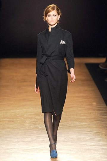 Love the kimono-wrap quality of this coat, juxtaposed with the tailored collar/lapel.  #PaulSmith #LFW