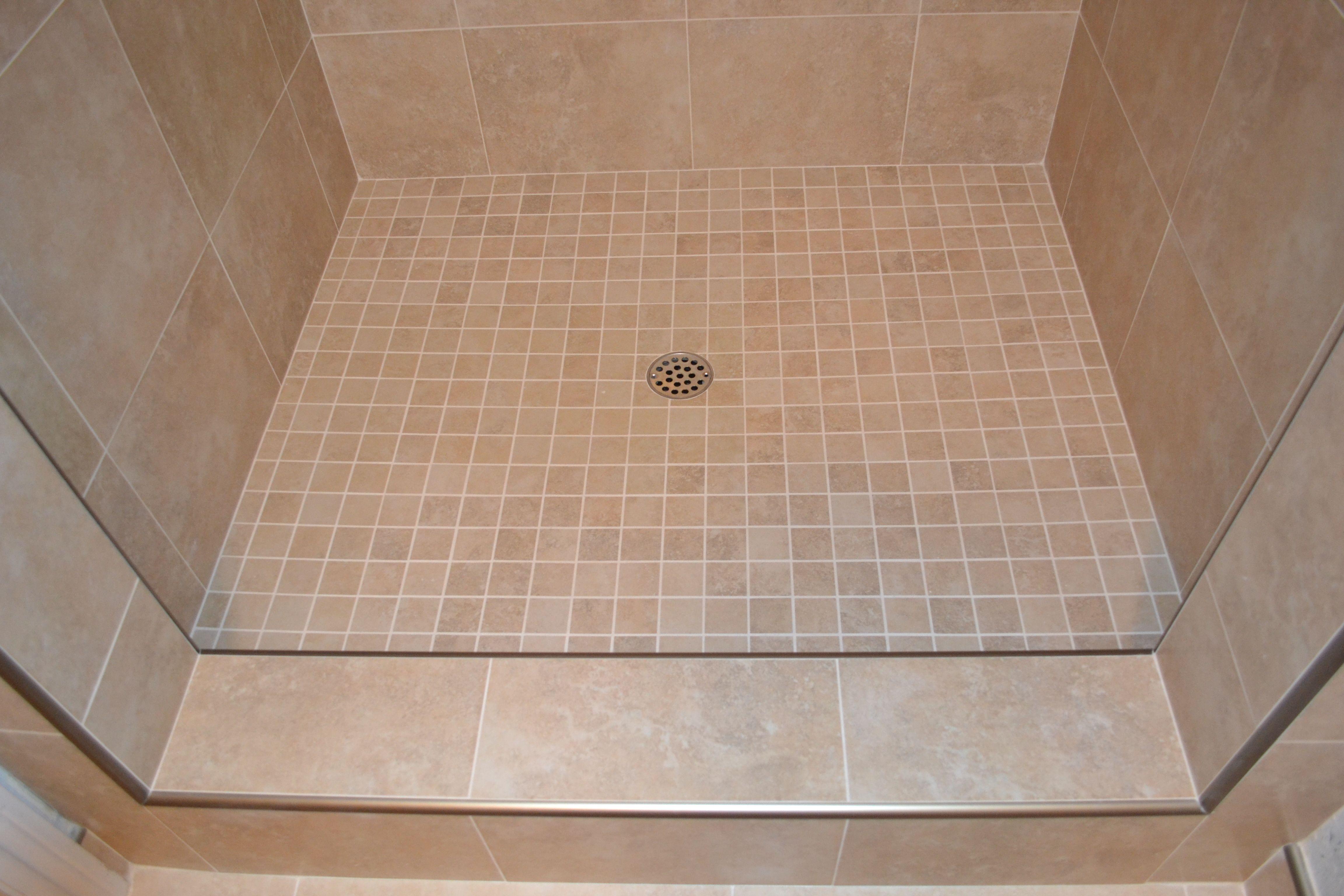Tiled shower floor area. Schulter edge trim / Marcus Marty