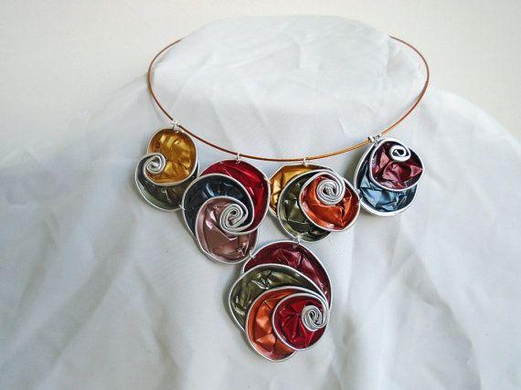 collana girocollo upcycled nespresso, collana in alluminio, collana girocollo con vortici