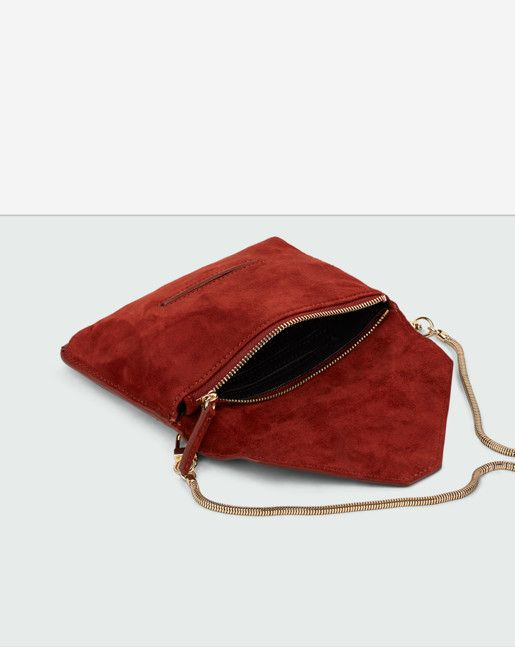 Small envelope clutch in seasonal leathers. Detachable metal shoulder strap. Silver for Black and Sugar, Pale gold for Dk Chocolate and Red Rust. 17x12 cm