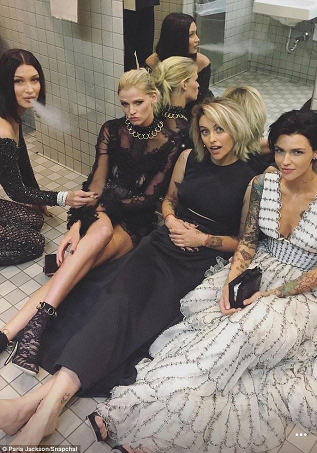 The Real Party At The Met Gala Was In The Bathroom Met Gala Paris Jackson Model