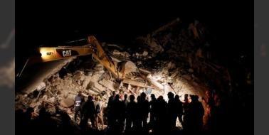 İtalya'da deprem: Ölü sayısı 247 oldu: İtalya'nın orta bölgesinde bulunan dağlık Perugia kentinin güneyinde meydana gelen 6.2 büyüklüğündeki depremde hayatını kaybedenlerin sayısı 247'ye ulaştı