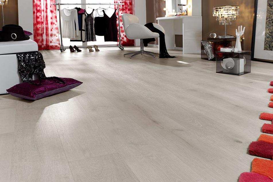 Light Oak Laminate Flooring for Clever Interiors
