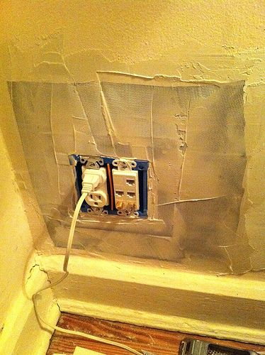 How To Properly Patch A Plaster Wall Thorough Article