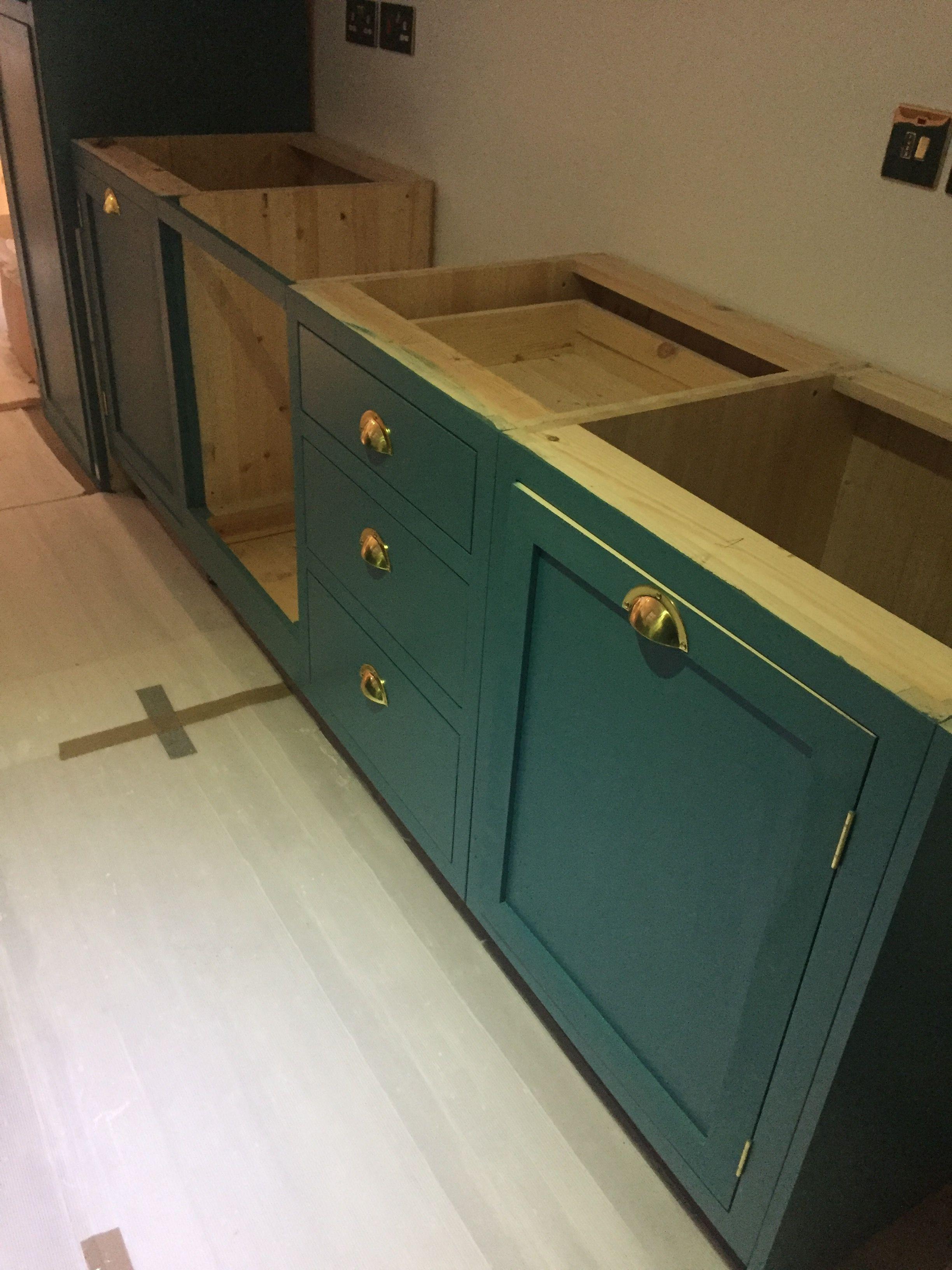 Best Hand Made Kitchen In Farrow Ball Vardo 400 x 300