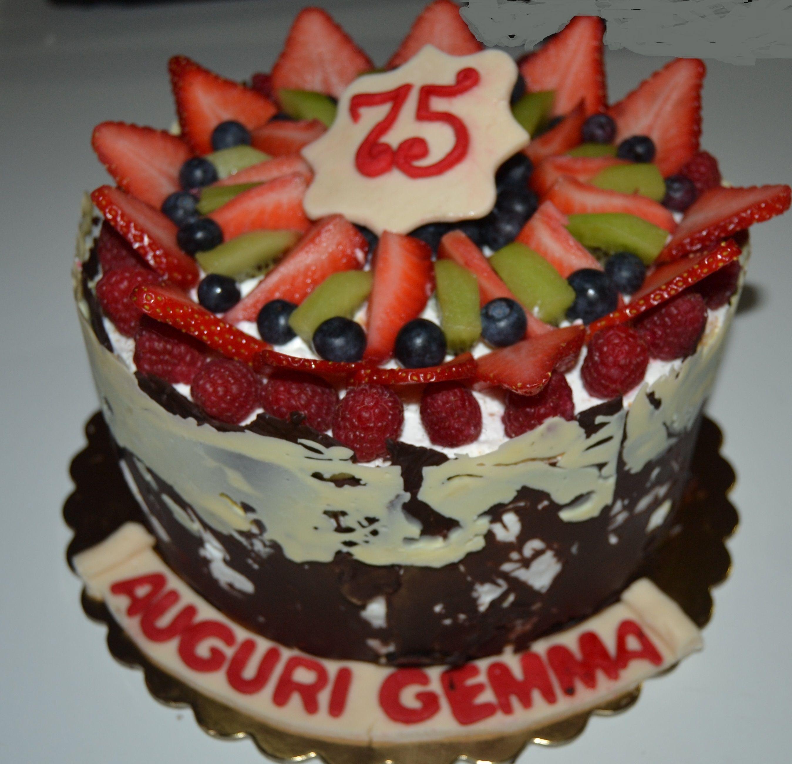 Per il compleanno della nonna Gemma, la torta dei suoi nipoti