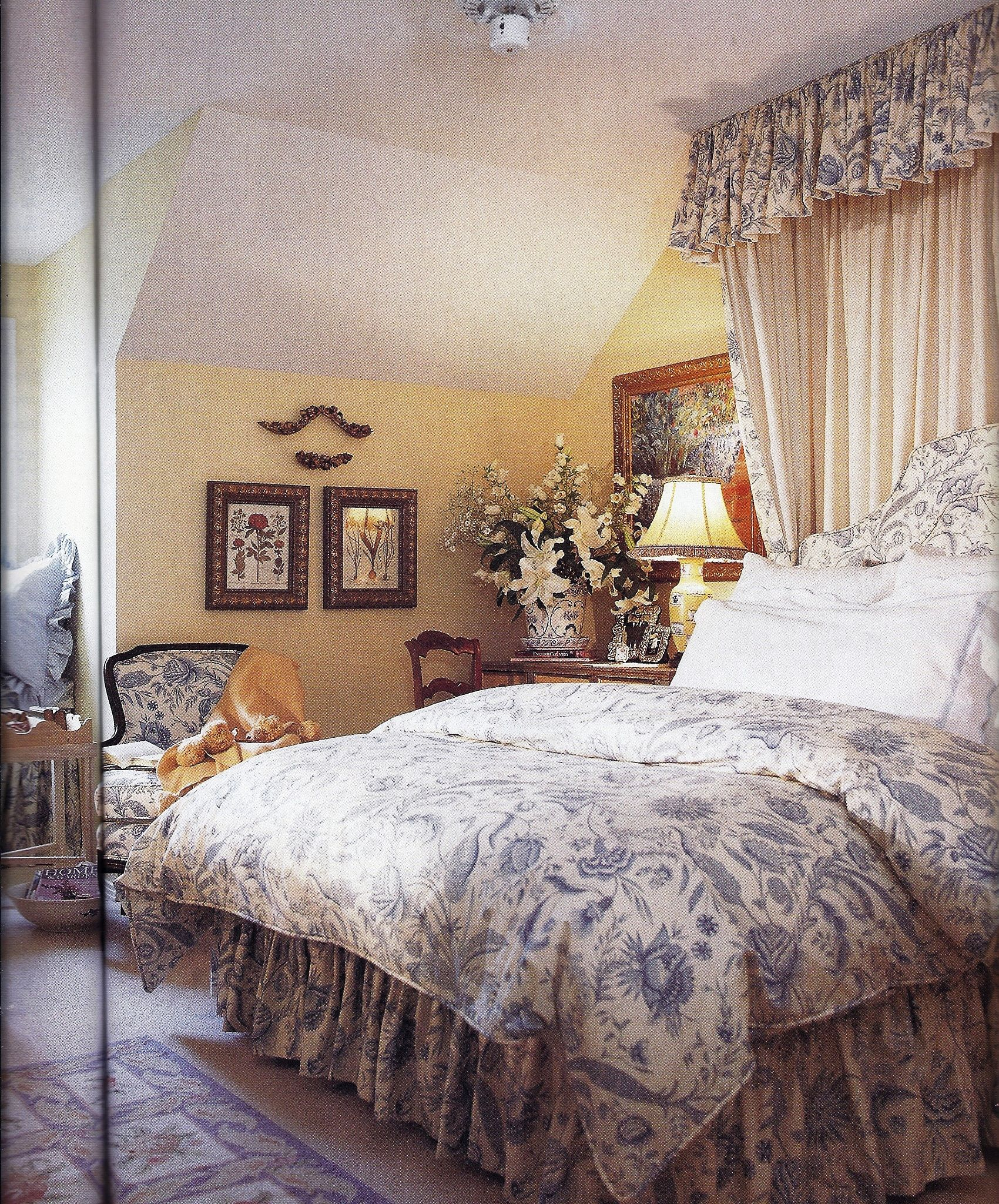Bedroom Decorating Ideas Totally Toile: Pale Yellow Walls With Blue And White Toile