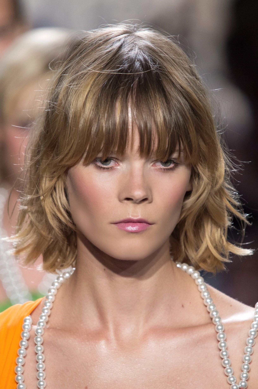 20 Inspirations Pour Adopter La Frange Longue Longue Frange Idees De Coiffures Coupe De Cheveux