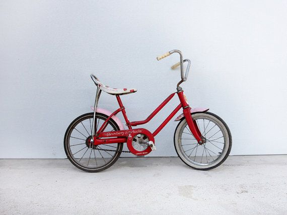 b73549a1ebe Vintage Strawberry Shortcake Bicycle by 86home on Etsy, $248.00 // This was  my first bike! (not literally) I kind of want to buy it!