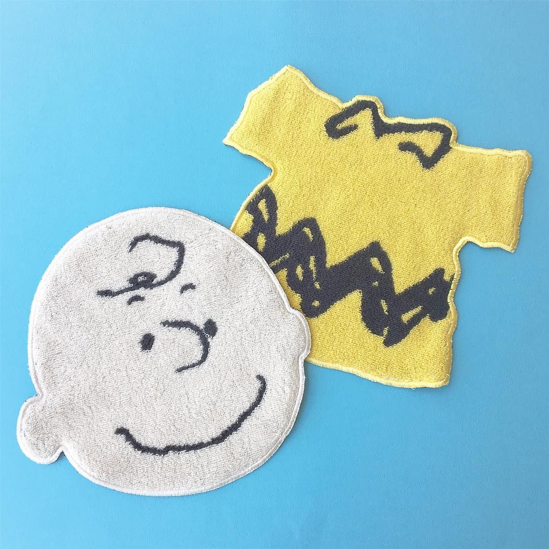 Peanutsダイカットタオルにチャーリー ブラウンのシリーズが仲間入り Plaza Minipla別注 ダイカットタオル各 1 080 税込 チャーリーブラウン Charliebrown Peanuts タオル ダイカットタオル ハン チャーリーブラウン スヌーピー イラスト スヌーピーの壁紙