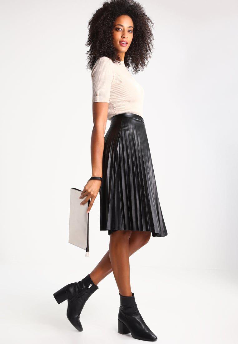 e4e526129 Consigue este tipo de falda plisada de Fracomina ahora! Haz clic ...