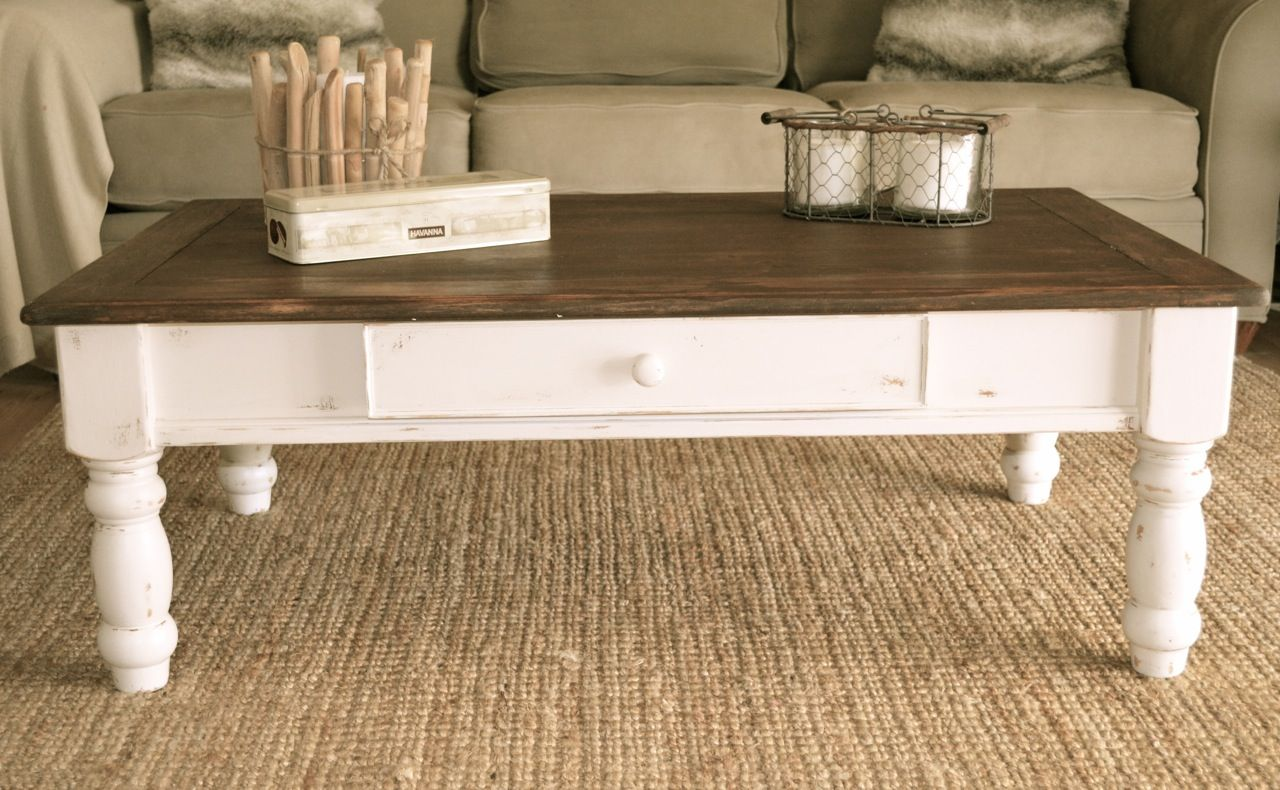 Farmhouse Style Coffee Table Distressed White Paint Dark Stain On Top By Analia Pastori Interio Farmhouse Style Coffee Table Furniture Furniture Restoration