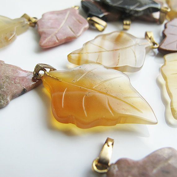 Leaves shape natural agate beads 25mm 2 pieces light by FARRAgem