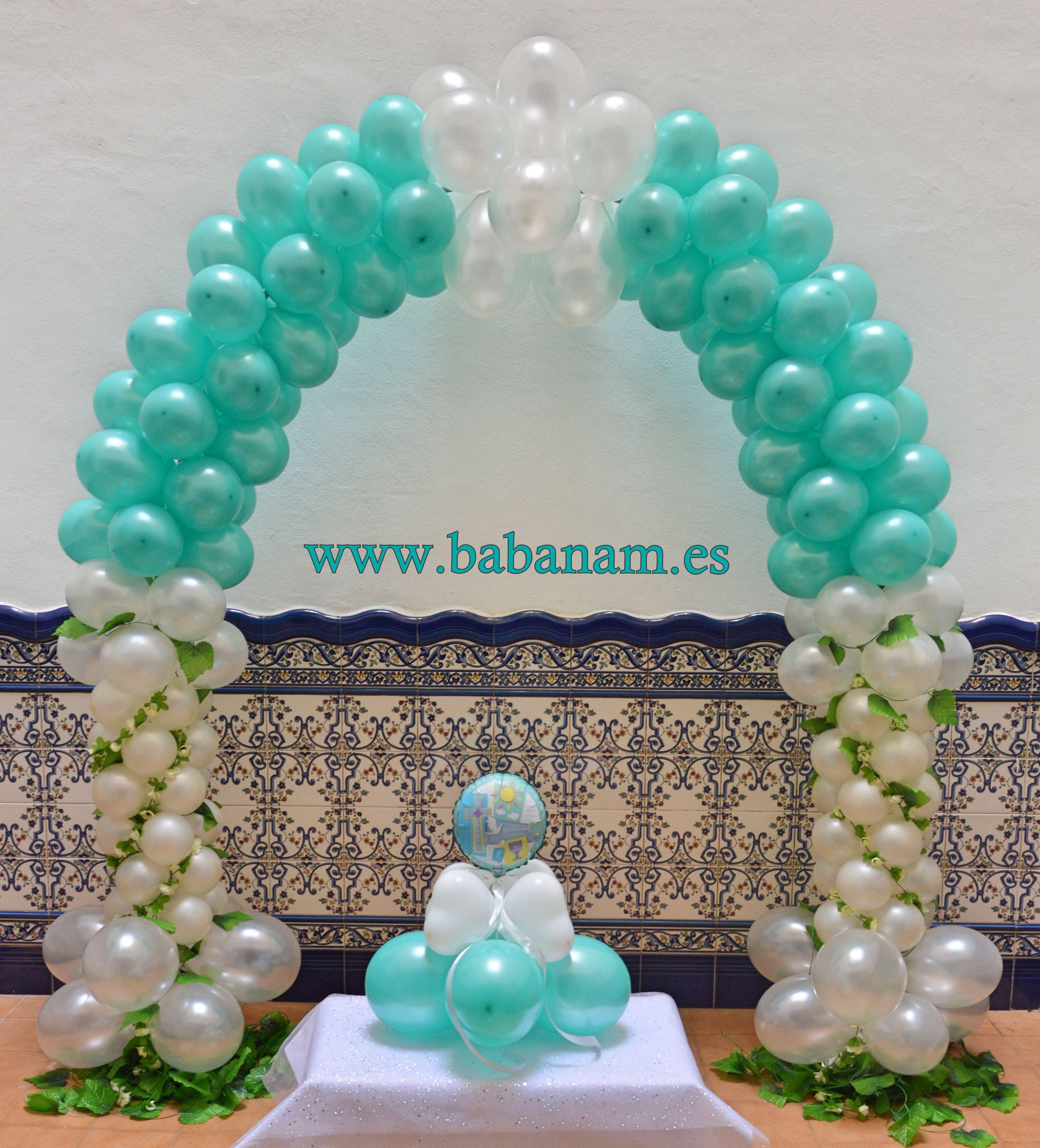 Bouquet de globos a juego con arco bicolor para comunión niño. Babanam.