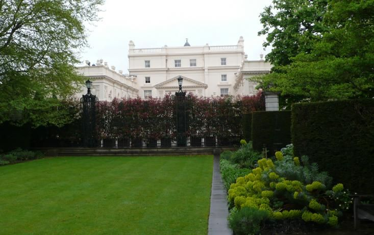 Villa In Secret Garden Middle Of Regents Park London