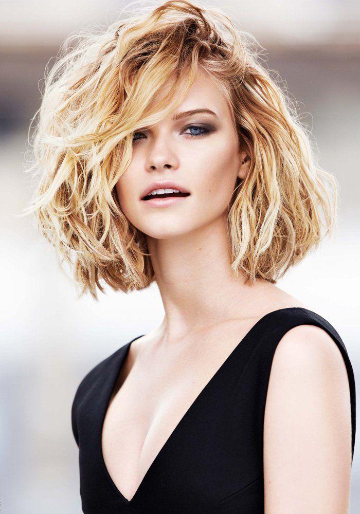 Carre plongeant long cheveux boucles epais