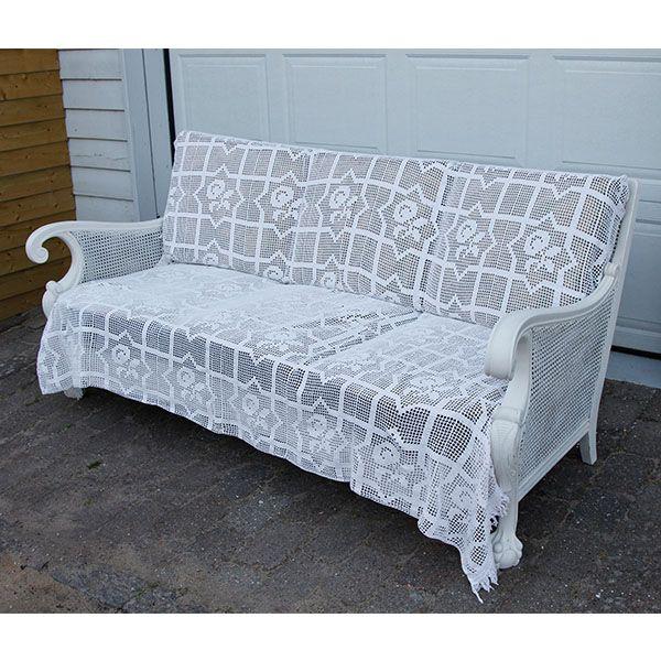 Chippendale flet sofa malet med lige del Old White og lige dele vand x 3-4 gange i meget tynde lag, så finishen blev silkefint lag og vokset. Fra en gammel mørk skrummel blevet til en romantisk sofa.