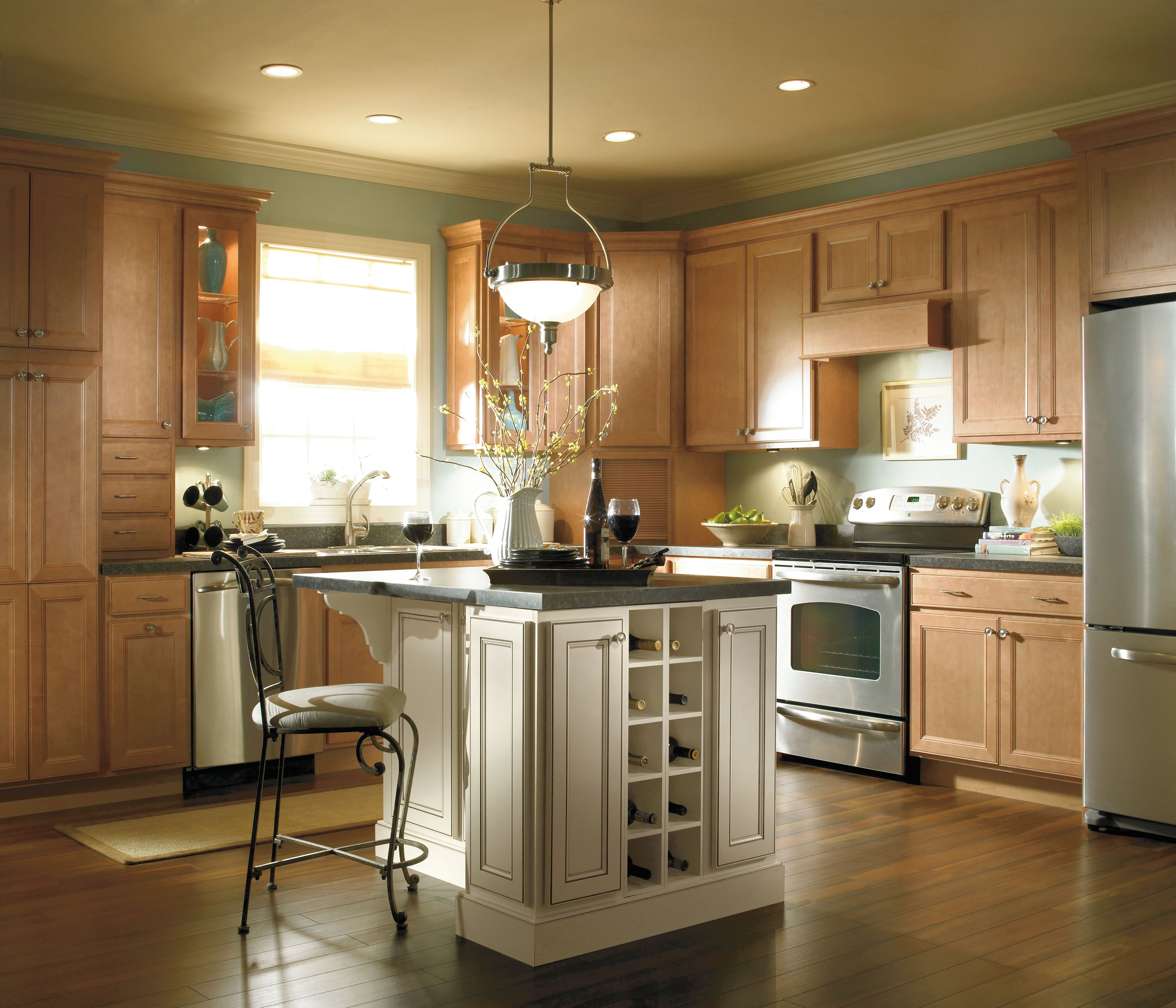 Traditional Overlay Construction Allows This Modern Beauty To Remain Firmly Rooted In The Past Maple Kitchen Cabinets Maple Kitchen Kitchen Cabinet Styles