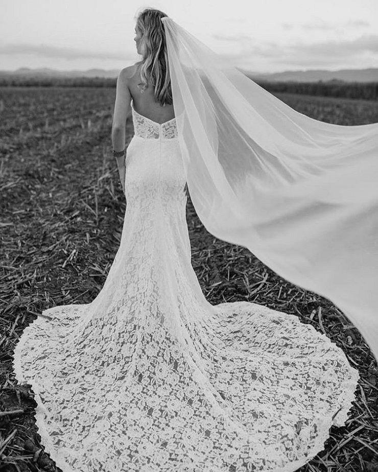 lace wedding dress #weddingdress #weddinggown #weddingdresses #laceweddingdress