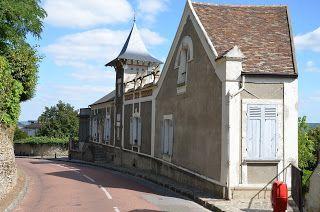 long,thin building...railroad station?  paradis express: Balbuzard